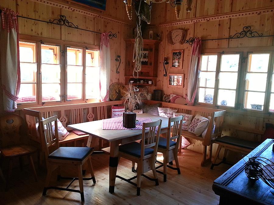 almh tten und jagdh tten innenausbau renovierung tischlerei salzburg f r massivholzm bel. Black Bedroom Furniture Sets. Home Design Ideas